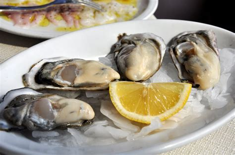 italy christmas oysters italian fish eve shellfish delicious sustainable eat eating seafood meal traditions guilt popular need know walksofitaly