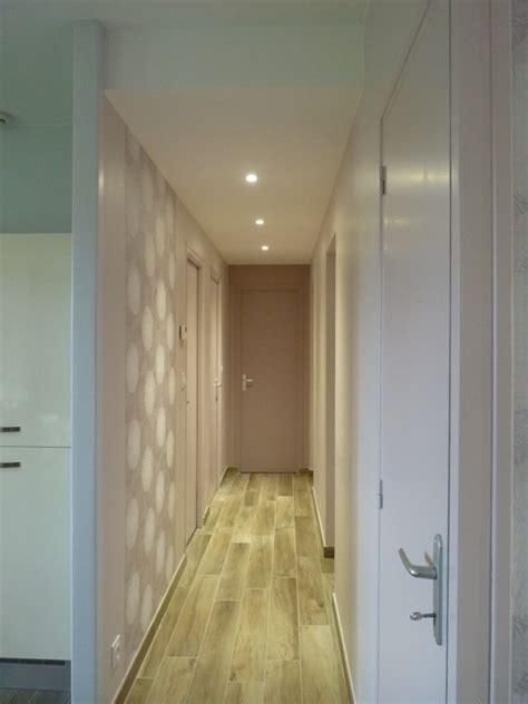 couloir avec spots faux plafond moderne couloir