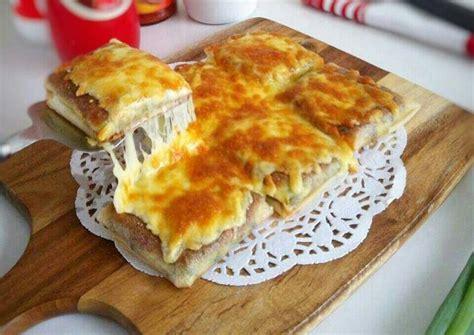 Lumpia crispy isi bengkuang masak hingga kulit risoles mengeras dan bagian tepiannya tampak lepas dari pan. Resep Martabak Kulit Lumpia, Mozzarella oleh Fitri Sasmaya - Cookpad