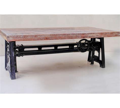 house de canapé table basse plateau bois et pied en fonte relevable