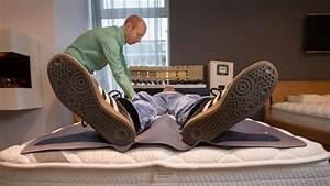 Richtige Matratze Finden : die richtige matratze finden so geht 39 s wohnen ~ Frokenaadalensverden.com Haus und Dekorationen