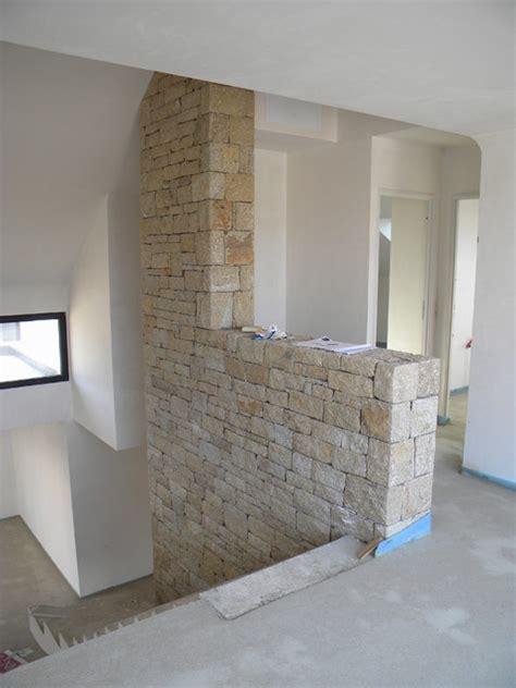 eclairage sous meuble haut cuisine mur décoratif intérieur en naturelle pour un escalier de 7 mètres de haut contemporain