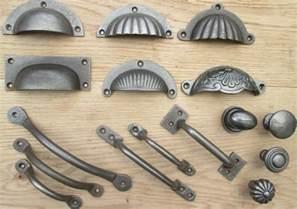 Kitchen Cabinet Door Handles and Drawer Pulls