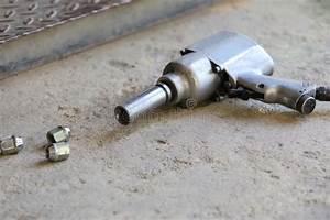 Changement Pneu Voiture : pistolet pneumatique pour la roue de voiture de changement photo stock image 41197811 ~ Medecine-chirurgie-esthetiques.com Avis de Voitures