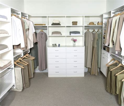 Walk In Closet Decoration by Cosy Master Bedroom Walk In Closet Designs