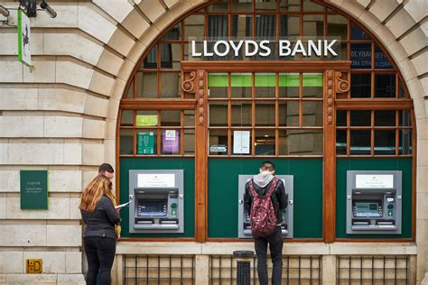Share price feeds for the london and new york stock exchanges. The Lloyds share price is too hard to ignore at current levels - UK Investor Magazine