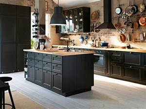 La cuisine bois et noir c39est le chic sobre raffine for Kitchen cabinets lowes with leroy merlin papiers peints