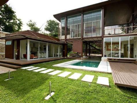 Minimalist Exterior Home Design Ideas by Minimalist 2 Floor Tropical Home Design Ideas 2019 Ideas