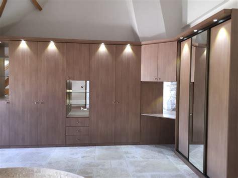 armoire de chambre porte coulissante placard sur mesure aménagement de placards