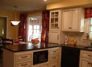 French Country Small U-shaped Kitchens