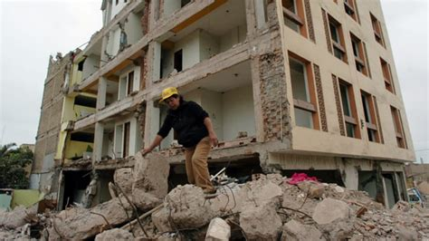 deaths  powerful earthquake strikes southern peru news