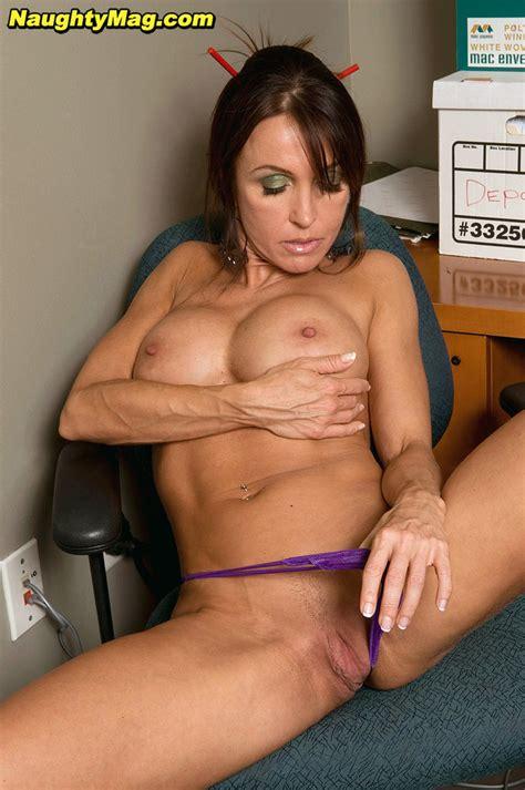 Amateur Milf Christina Cross Shows Off Big Tits And Pink