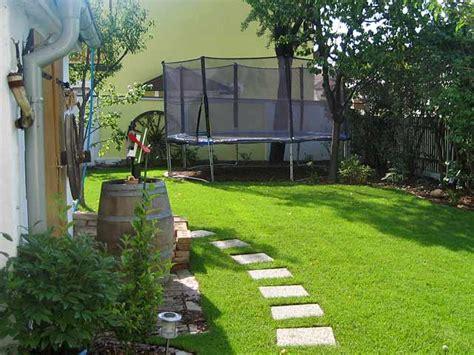 Familiengarten  Garten  Wasser Stein