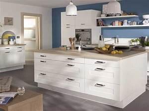 Cuisine blanche 20 idees deco pour s39inspirer deco cool for Deco cuisine avec chaise design blanche