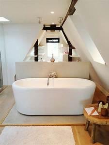 Salle De Bain Etroite : une salle de bain sous pente ou sous combles en 52 photos salle de bain bathroom bedroom ~ Melissatoandfro.com Idées de Décoration