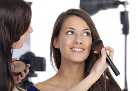 becoming a professional makeup artist 5 steps to become a professional makeup artist