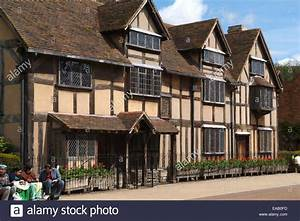 Stratford-upon-Avon showing Shakespeare's Birthplace (3 ...