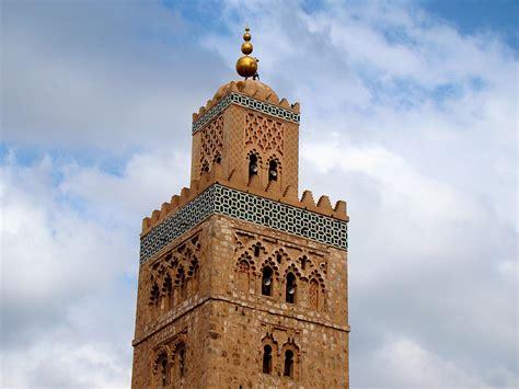 mosquee de la koutoubia lembleme de marrakech medina vanupied