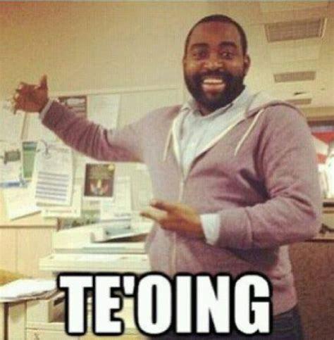 Manti Te O Memes - notre dame linebacker s lie sparks great new meme 24 pics izismile com
