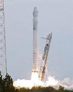 SpaceX Rocket Explosion Destroys Facebook Satellite ...