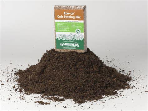 kitchen compost bin kitchen compost potting soil coco coir potting mix gardener 39 s supply