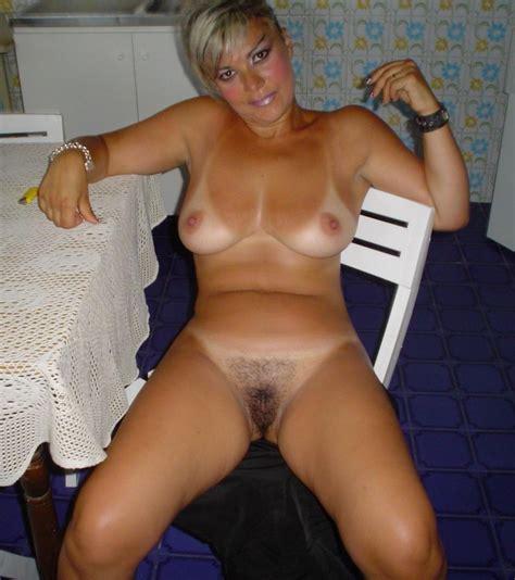 Naked Housewife Pics image #107960
