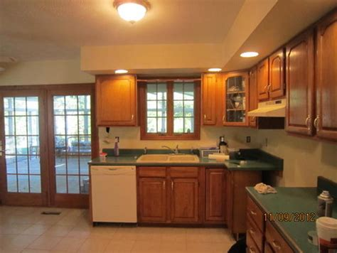 kitchen colors with green countertops need help for paint color in kitchen reselling parents house 8229