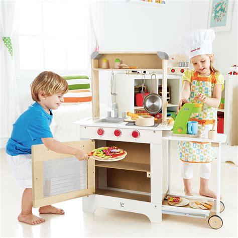 hape kitchen accessories hape e3126 cook n serve kitchen 1571