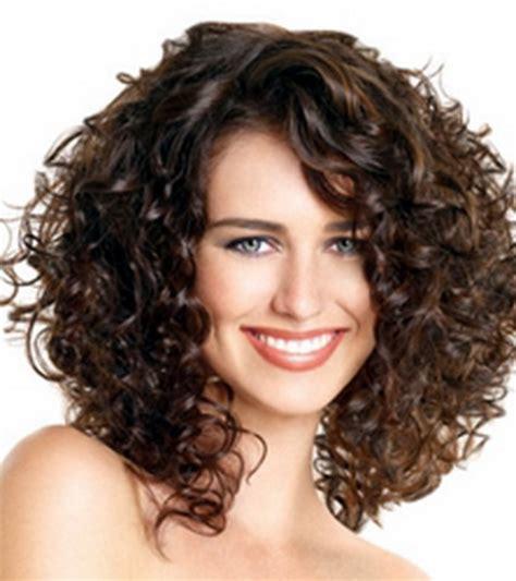 coupe cheveux frises coupe cheveux frisé