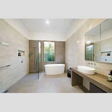 Moderne Badezimmer Mit Dusche Und Badewanne B C Ader