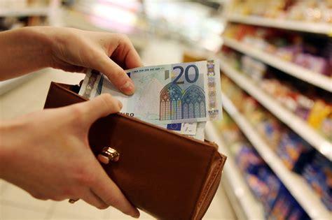 Vidējā darba samaksa Latvijā pārsniegusi 900 eiro slieksni ...
