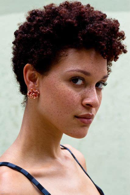 cute styles for short natural hair bakuland women