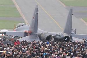 WATCH: Russia's Su-35 Wows Crowds at MAKS and Beyond ...