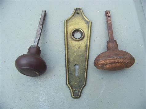 Antique Vintage 2 Door Knobs 1 Back Plate Antique Player Piano Repair Twin Bed Springs Scott Show Hours Pendant Necklaces Oak Bedside Tables Uk How To Identify Antiques Market In Paris France Door Handles Perth