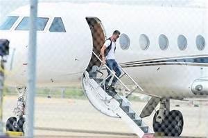 Cristiano Ronaldo's plane CRASHES in Barcelona after ...