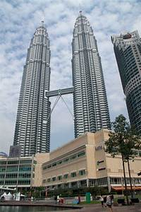 Petronas twin towers in kuala lumpur attractions for How many floors twin towers