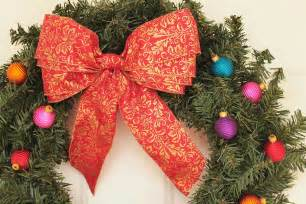 lilyquilt christmas wreath ribbon bow tutorial
