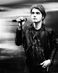Gerard Way of My Chemical Romance - Welcome to the black ...