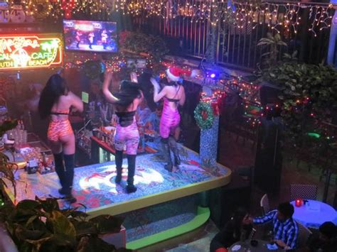 cuban cuisine in miami dancers at mango 39 s picture of mango 39 s tropical cafe