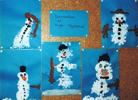 Fensterdeko Weihnachten Kinderkrippe by Schneemann Mit Tupftechnik Kinderspiele Welt De