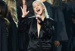 [VIDEO] Christina Aguilera AMAs Performance – Whitney ...