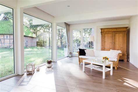 Moderne Häuser Mit Grossen Fenstern by Modernes Fachwerkhaus Landhaus Fachwerk Holz Glas Weiss 21