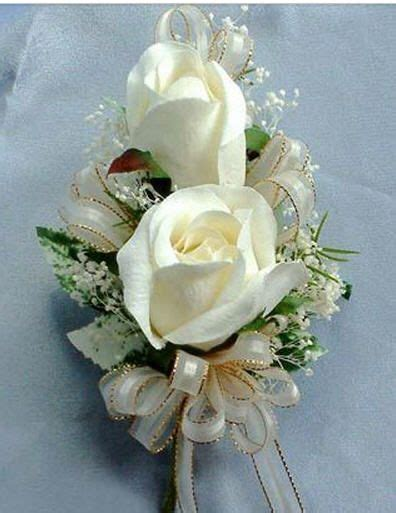 Pin corsage, white roses | Bridal bouquet, Corsage prom ...