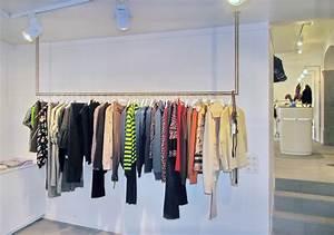 Kleiderstangen Für Die Wand : metall werk z rich ag kleiderstangen und leuchten f r boutique vestibule ~ Frokenaadalensverden.com Haus und Dekorationen