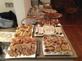 Looking for wedding catering services and buffet menu ideas that won't break the bank? finger food ideas for wedding reception buffet - Wedding ...