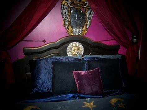 26 Impressive Gothic Bedroom Design Ideas