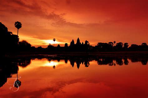 Sunrise At Angkor Wat Luxury Hotels Travelplusstyle