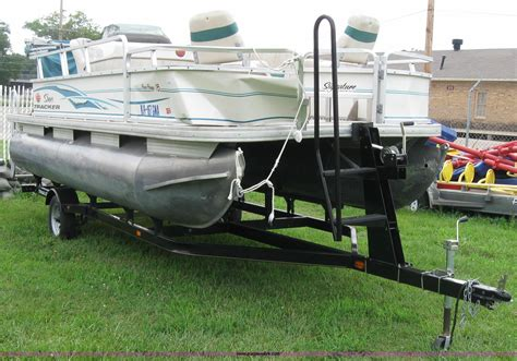 Tracker Boats Trailer by Sun Tracker 18 Bass Buggy Pontoon Boat With Trailer