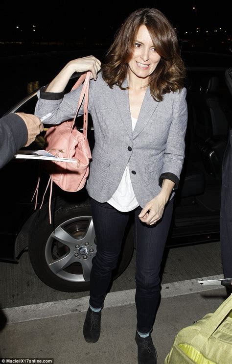 tina fey fan mail tina fey shrugs off autograph hunter as she dashes to