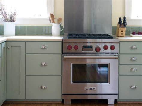 peindre cuisine comment peindre les armoires de cuisine bricobistro